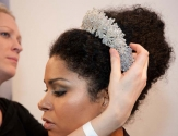 Amazing headpiece by Das Weddings.